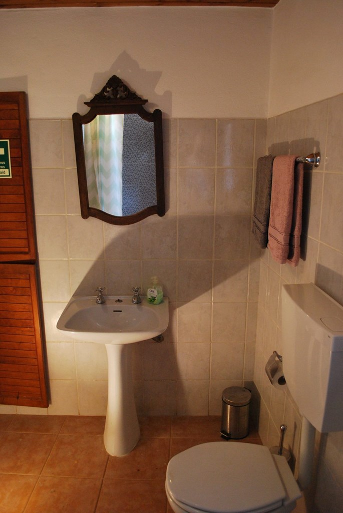 The bathroom in Casinhas da Figueira 3 (1) - Holiday Apartments West Algarve
