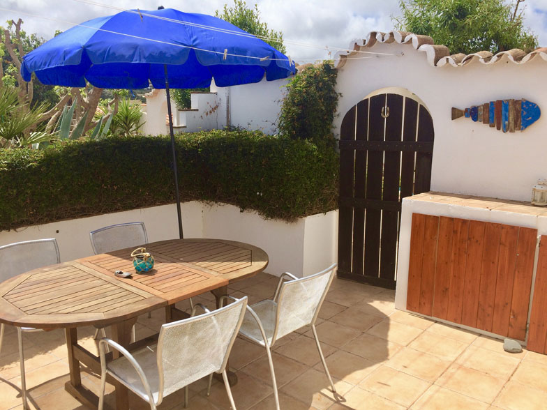 casinha3-outside-seating